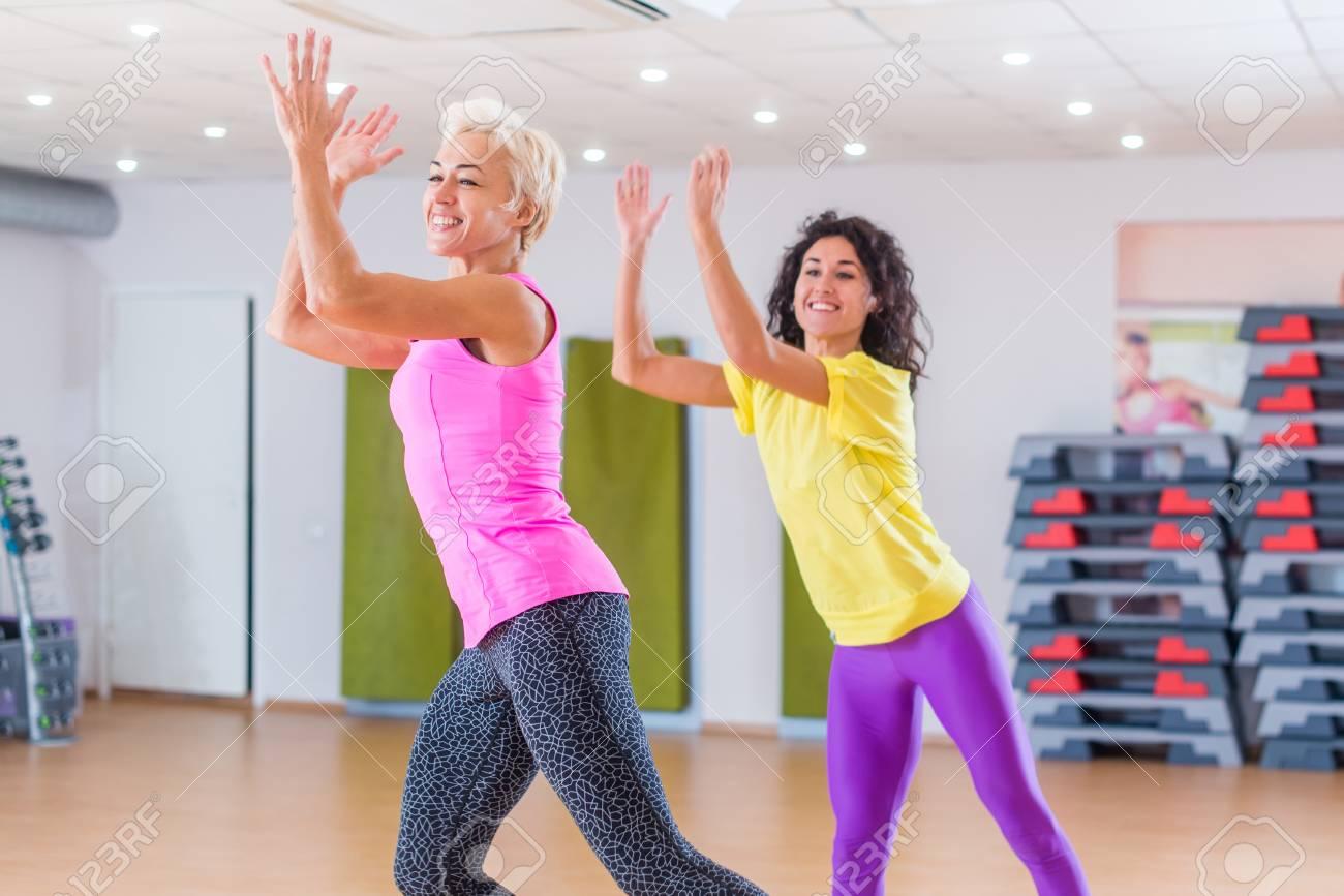 ejercicios en grupo para bajar de peso