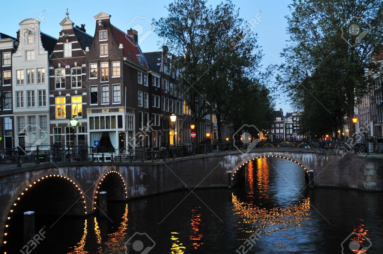 Traditional canal houses and bridges in Amsterdam at night. Stock Photo - 10516241