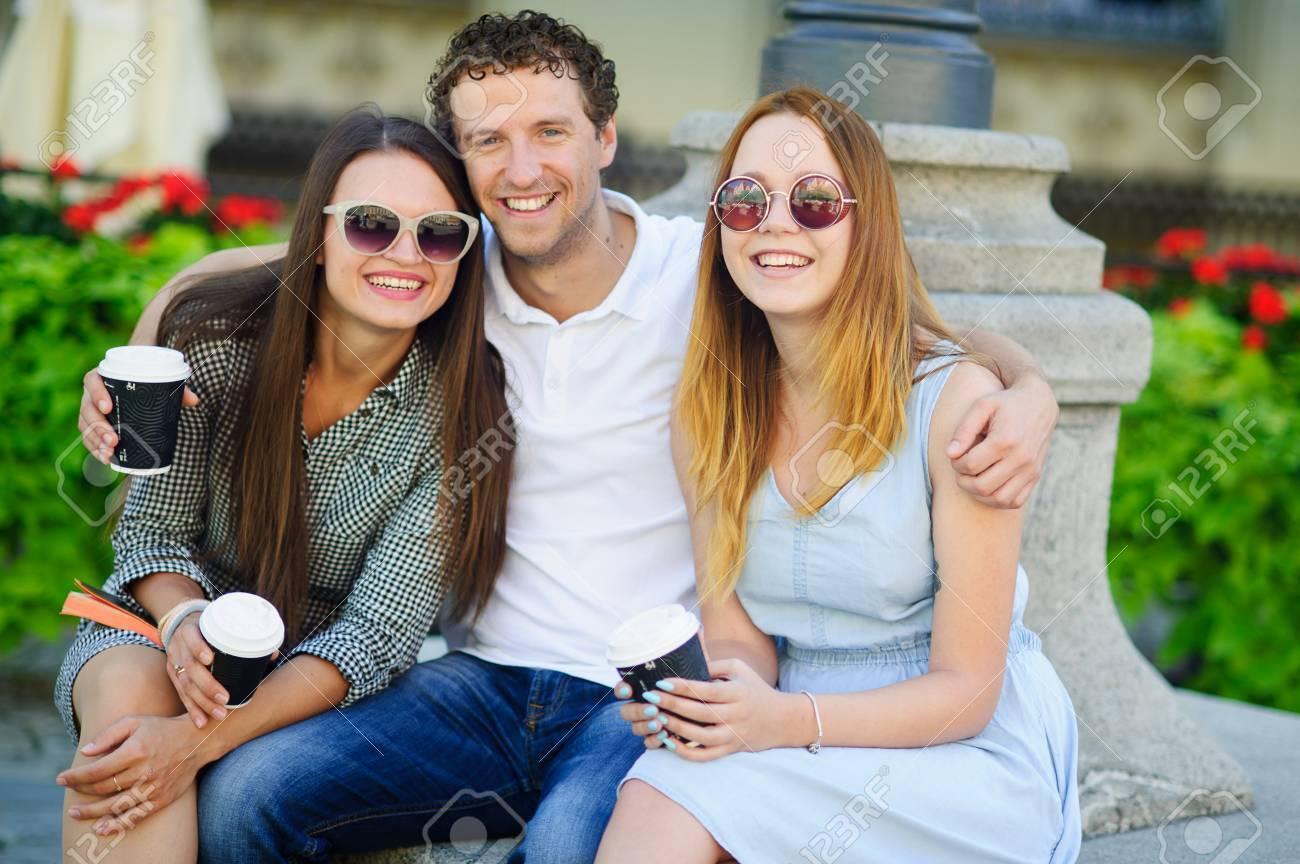 Un trío bisexual entre dos chicas y un chico