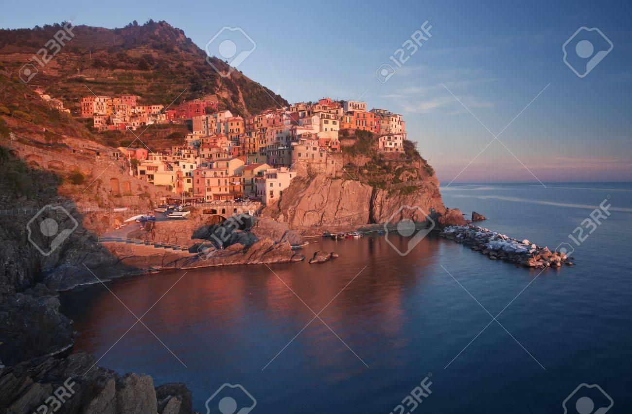 The beautiful Manarola fishing village by the sea, Liguria, Italy Stock Photo - 9357576