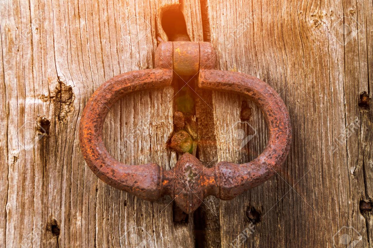 Old bell at the door hand knocks on the wooden door Stock Photo - 101735465 & Old Bell At The Door Hand Knocks On The Wooden Door Stock Photo ...