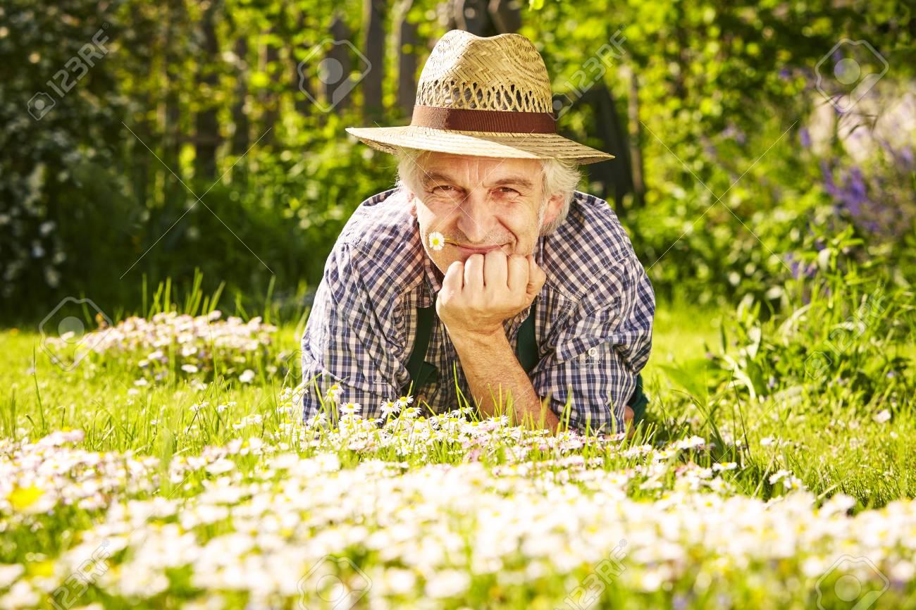 Le De Paille Avec Pré D Portrait Chapeau Jardinier Dans Banque EDH9W2IY