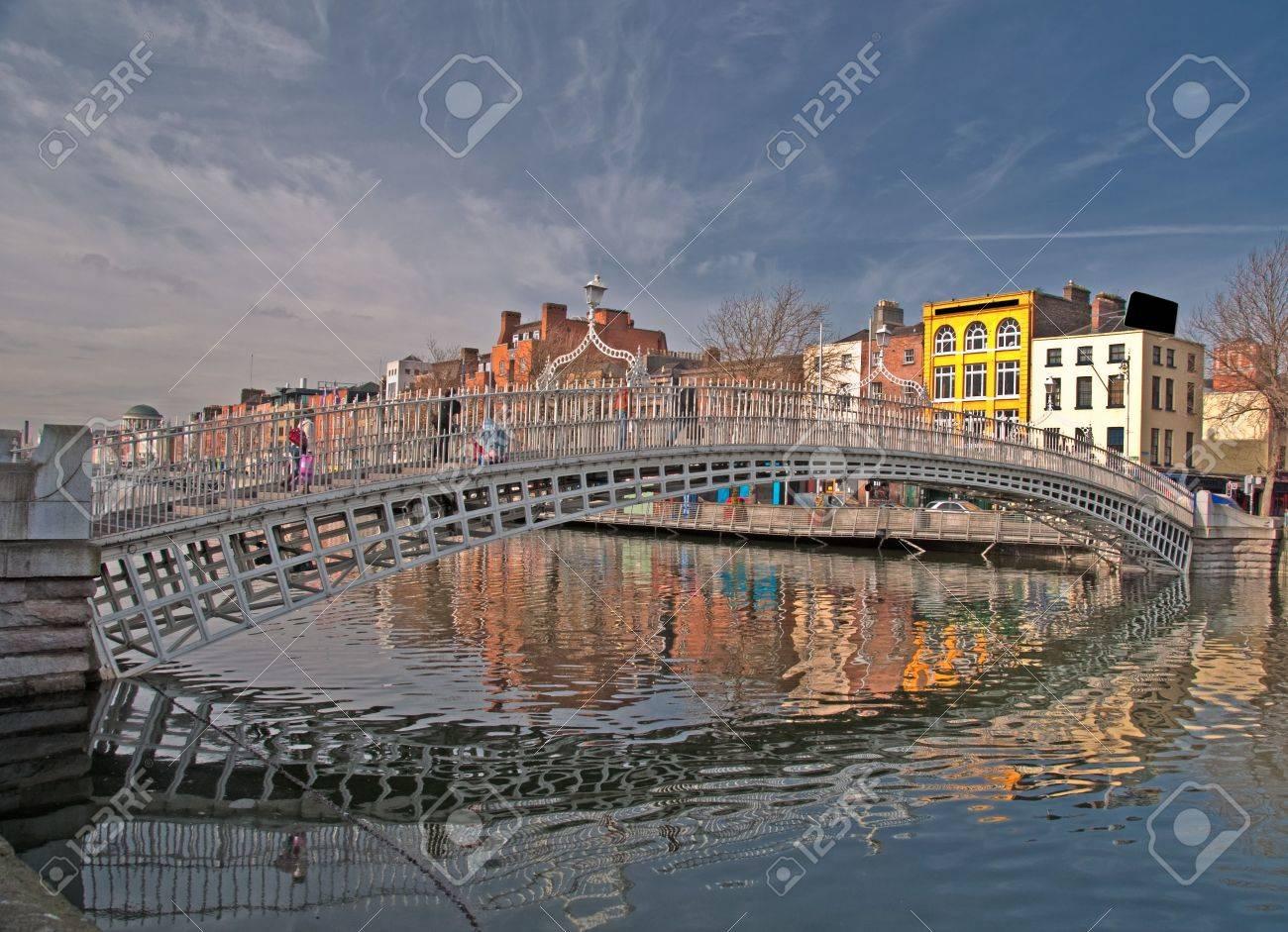 photo famous dublin landmark ha penny bridge ireland - 6564590