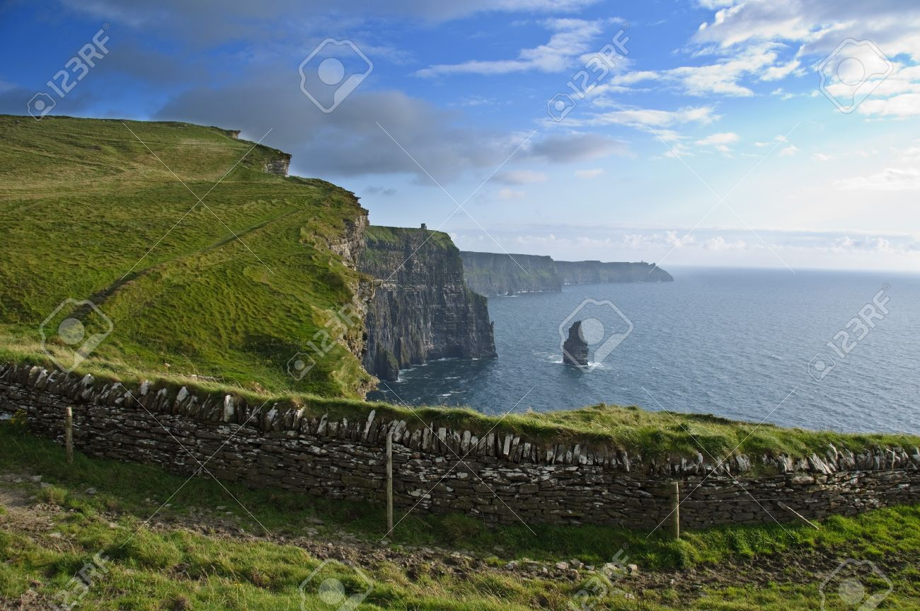 photo famous cliffs of moher, castle tower, west coast of ireland - 7570094