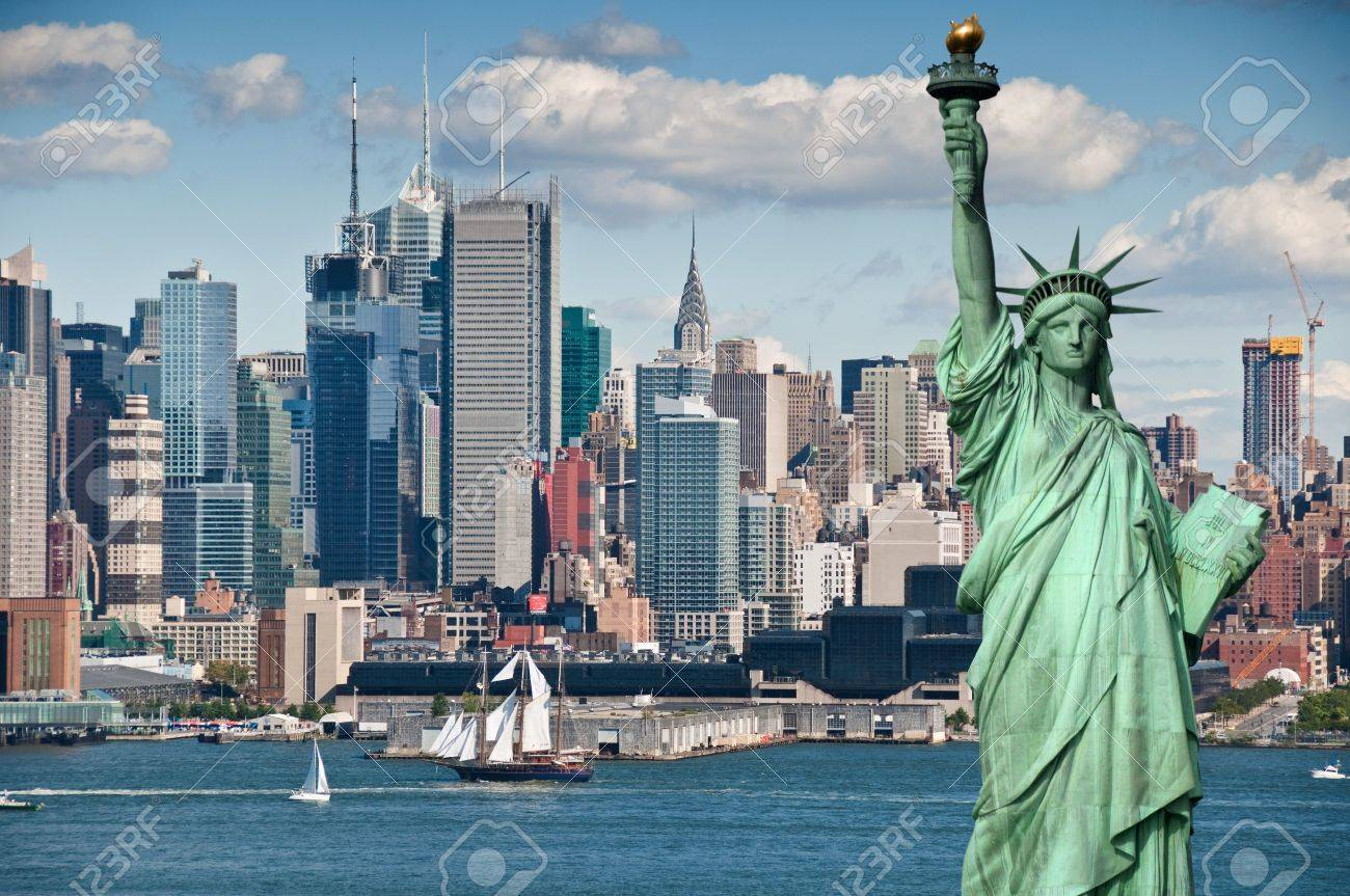 photo tourism concept for beautiful new york city skyline Stock Photo - 8166272