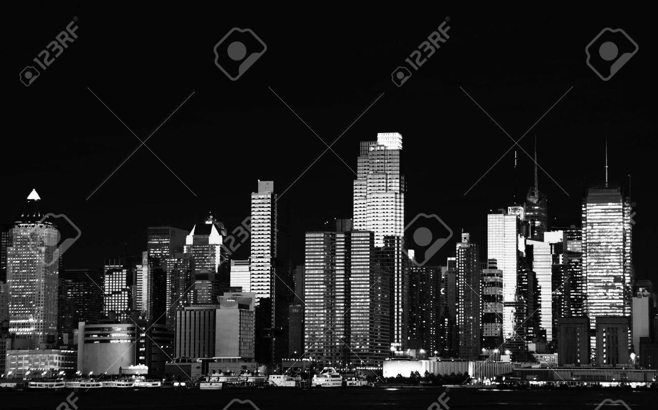 photo beautiful b&w new york cityscape over the hudson - 8340494