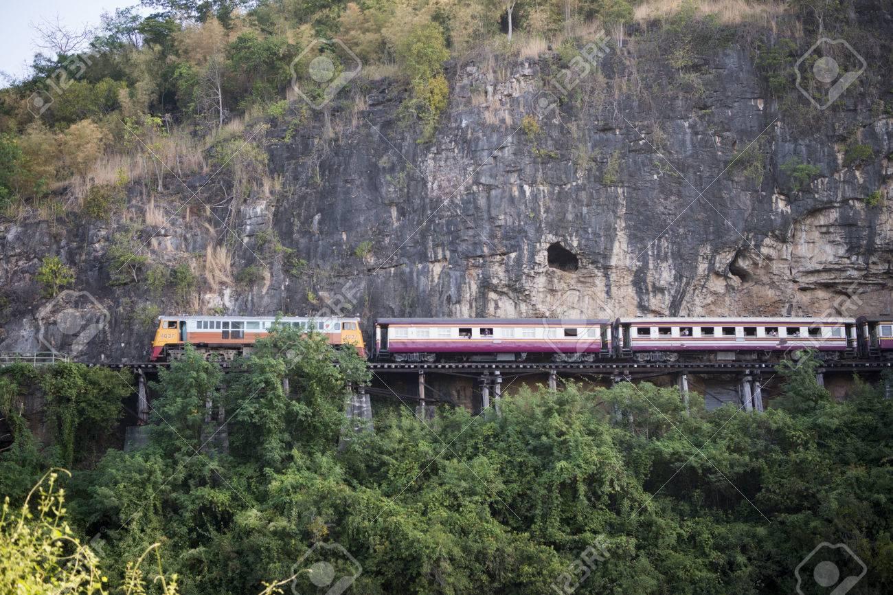 El Ferrocarril De La Muerte De Viaje En El Rio Kwai De La Birmania