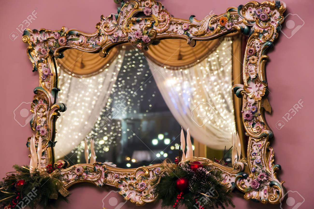 Miroir Vintage Dans L Ancien Cadre En Bois Refl Te D Corations