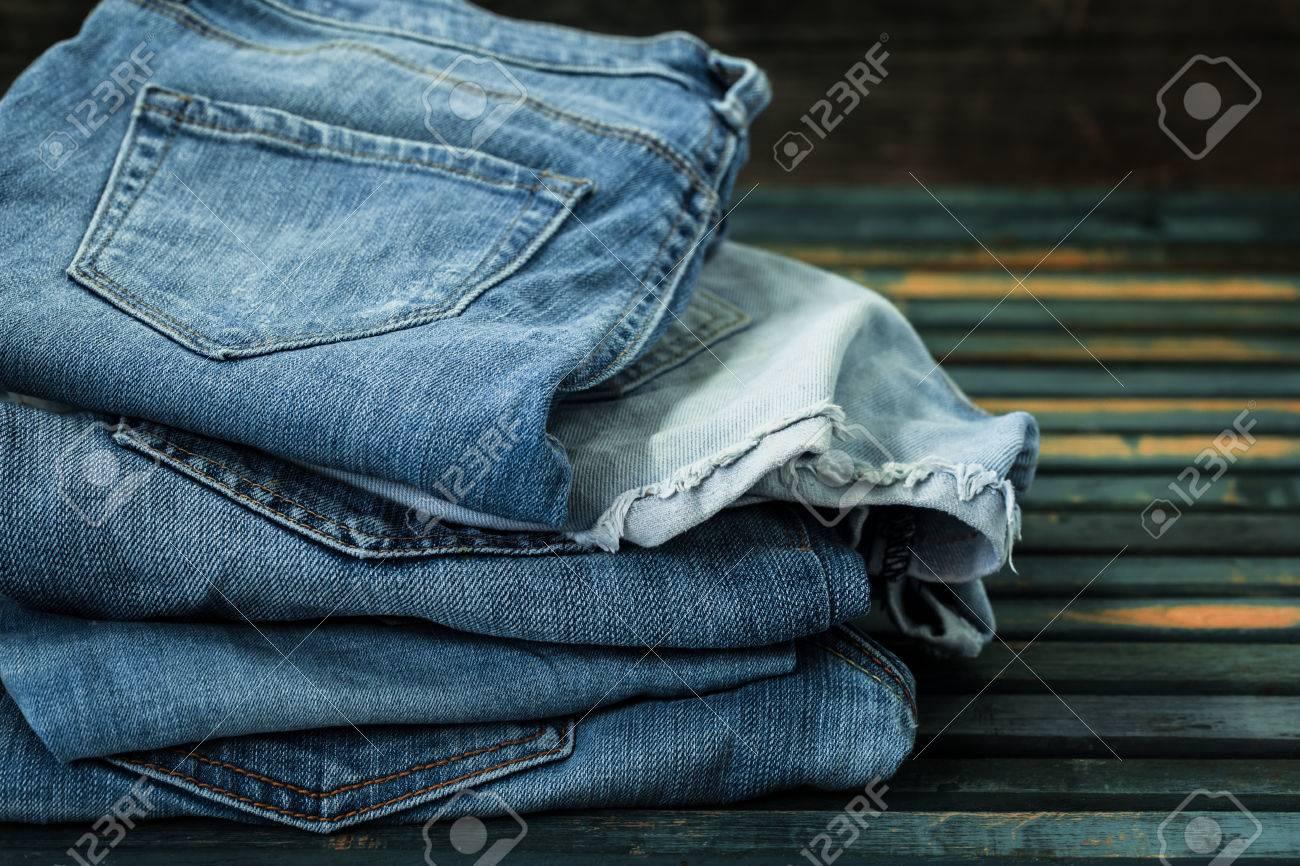 Monton De Pantalones Vaqueros En El Fondo De Madera Jeans Doblados Primer Plano Ropa De Moda Fotos Retratos Imagenes Y Fotografia De Archivo Libres De Derecho Image 59860792