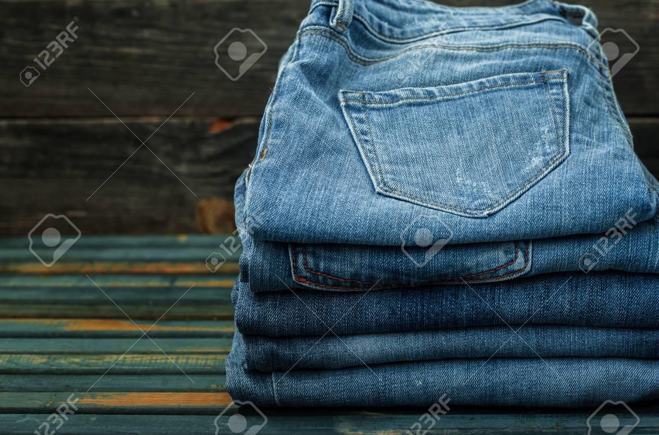 Monton De Pantalones Vaqueros En El Fondo De Madera Jeans Doblados Primer Plano Ropa De Moda Fotos Retratos Imagenes Y Fotografia De Archivo Libres De Derecho Image 59860951