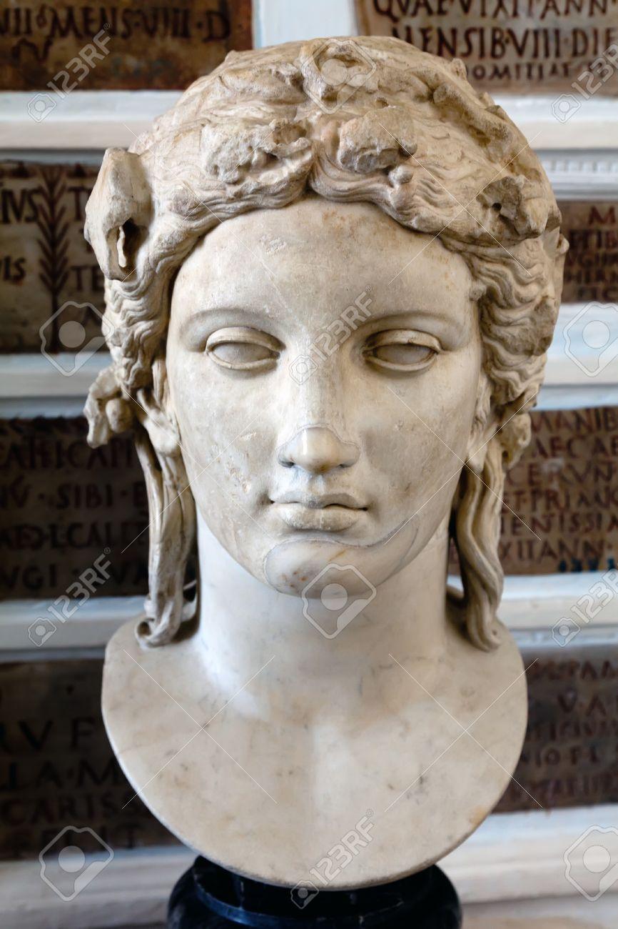 Cabeza de Apolo del Mármol tipo Anzio, copia romana de un original griego del siglo cuarto Foto de archivo - 15132897