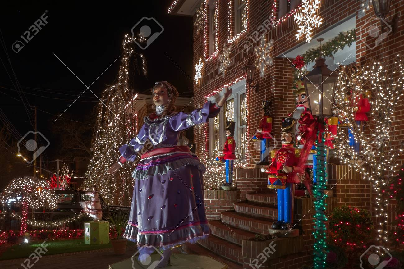 Dyker Heights Brooklyn Christmas Lights.Dazzling Spectacle Of Christmas Holiday Decorations In The Neighborhood