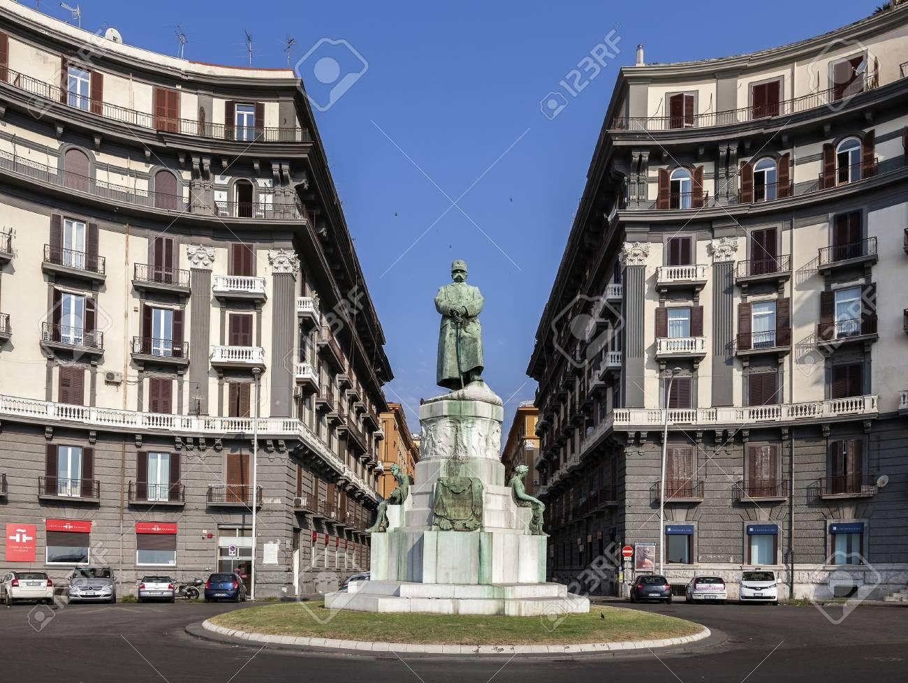 ウンベルト 1 世の像ナポリ、イタリアの私。良い, の愛称は「か ...