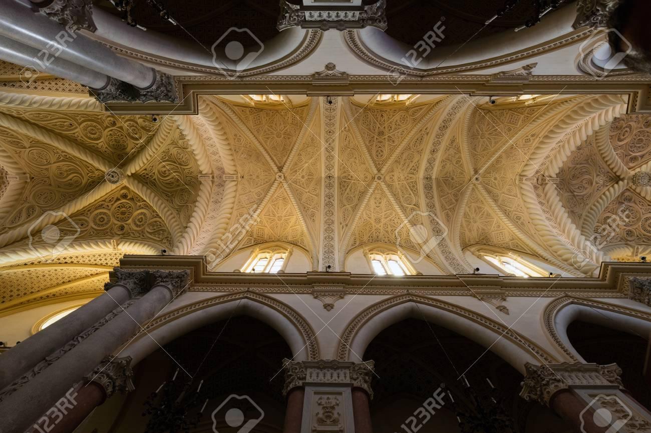 1314 年には、大幅に 1865 年に復元建造昇天の聖母に捧げ Chiesa ...