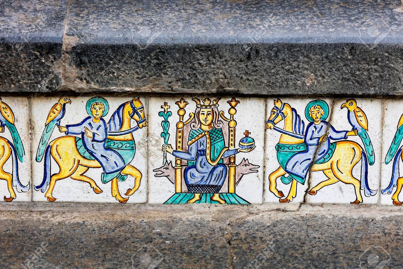 Piastrelle Di Ceramica Decorate.Dettagli Delle Piastrelle Di Ceramica Decorate A Mano Del 18 Secolo Scala Di Santa Maria Del Monte Principale Punto Di Riferimento Di Caltagirone