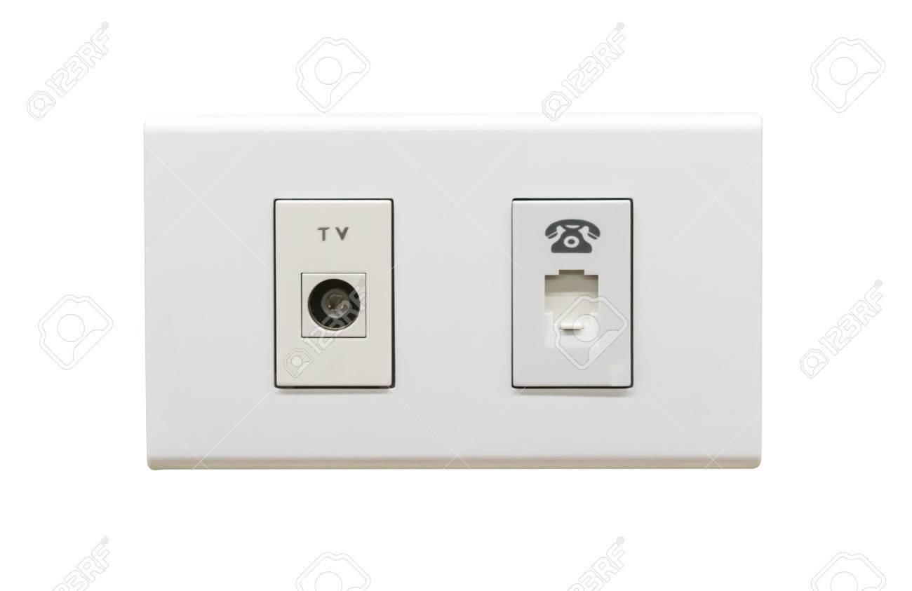 weiße tv-kabel-anschluss und telefon-wand-steckdose auf weißem