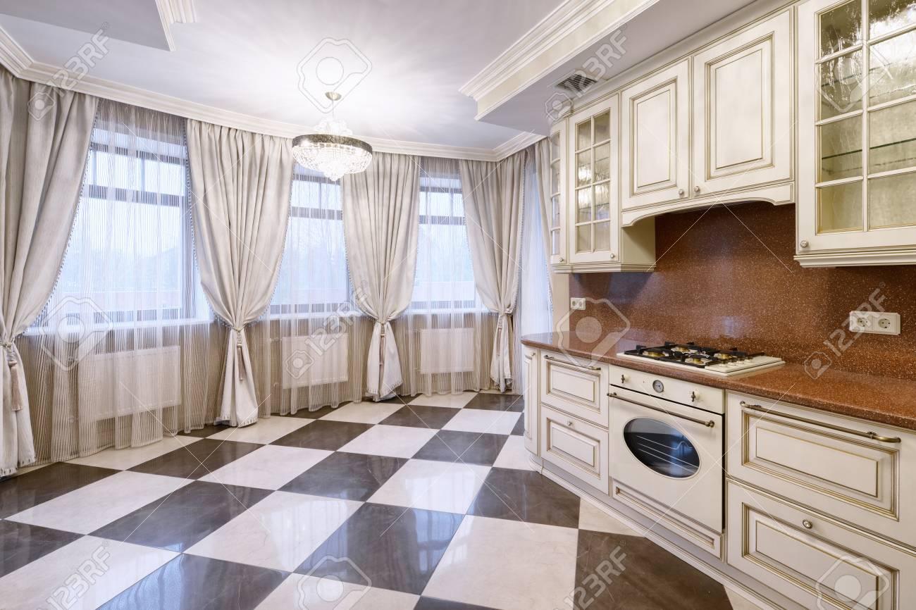 Cuisine Maison Campagne russie, région de moscou - intérieur de cuisine dans une maison de campagne  de luxe