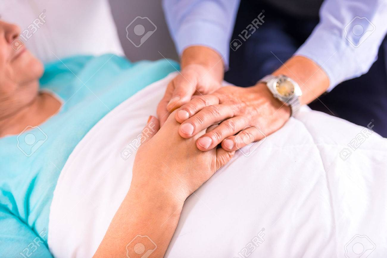 Caring for a sick senior woman in hospital Standard-Bild - 46491336
