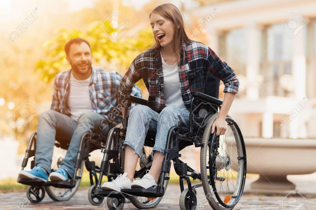 rencontre un homme dans un fauteuil roulant idole datant spectacle de variétés