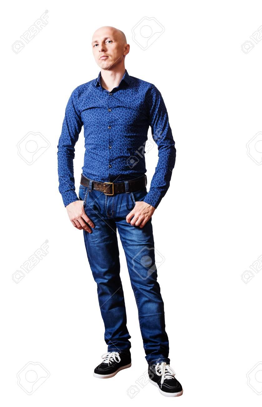 best sneakers 8bbd5 eac1b Uomo di mezza età in una camicia blu e jeans