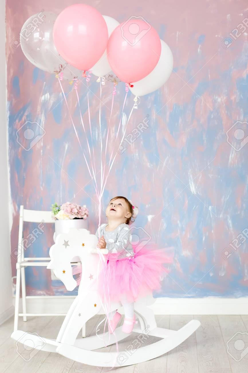 Bebe De 1 Ano Celebrando El Primer Cumpleanos En La Habitacion