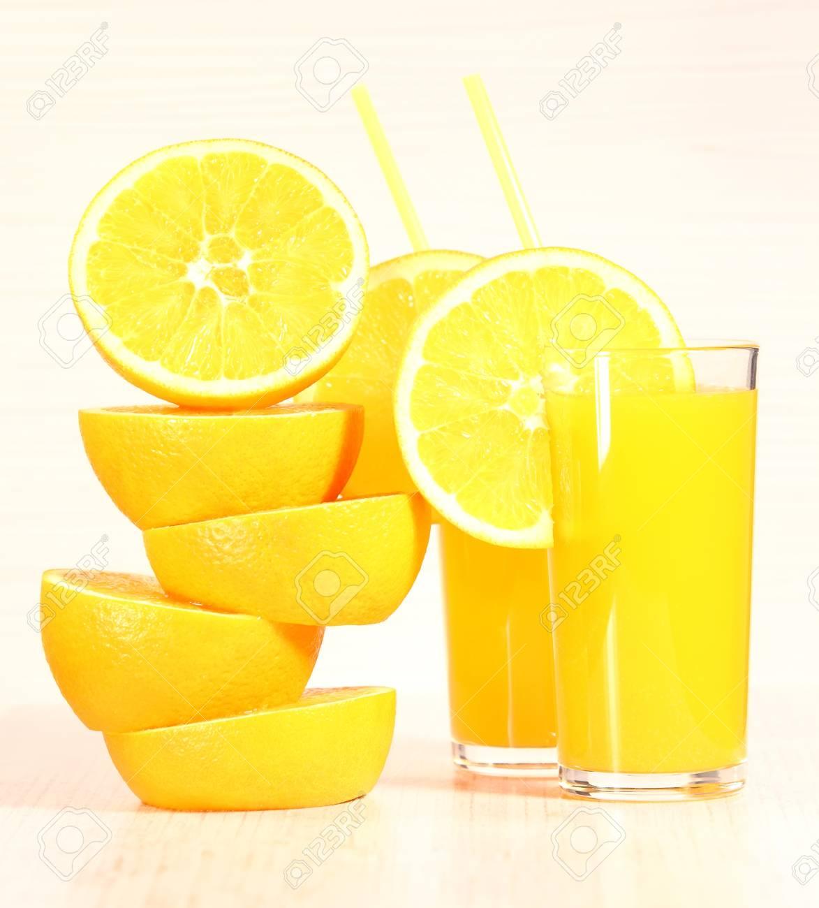 Limonade Ou Jus De Citron Frais Fait Maison Dans Un Verre A Cote Du