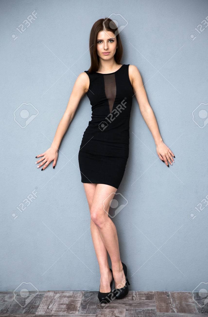 Pleine Appuyé Robe Chaude En Femme D'une Portrait Mignonne Longueur rRFvr