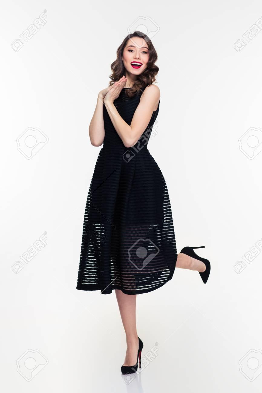 Blanc Noire Sur Robe Avec Brillant Fond Chaussures Rétro Jeune Et Belle Maquillage Femme Heureuse En Un Style rBedCxoW