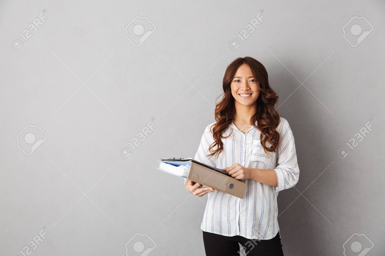 Smiling asian business woman standing over gray background - 117127667