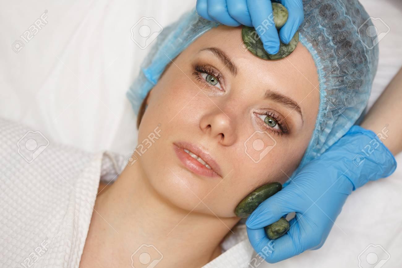 Beauty Salon Spa Anti Aging Facial Massage With Jade Stones