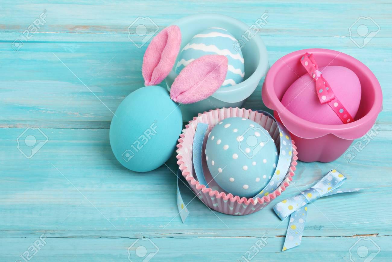 Ostern Rosa Und Blaue Eier Mit Hasenohren Auf Holzuntergrund