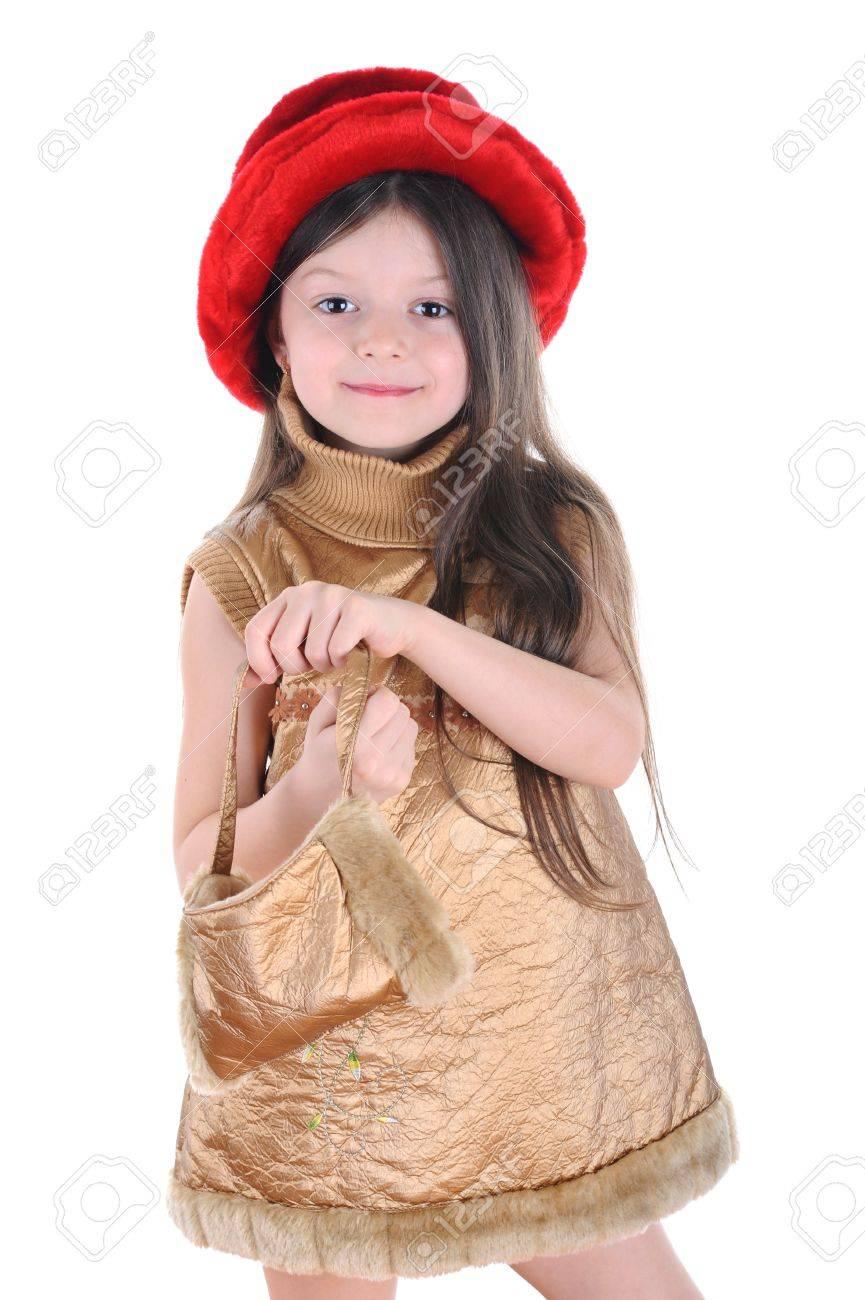 Gouden Cocktailjurk.Klein Meisje In Een Rode Hoed En Een Gouden Jurk Houden In Handen