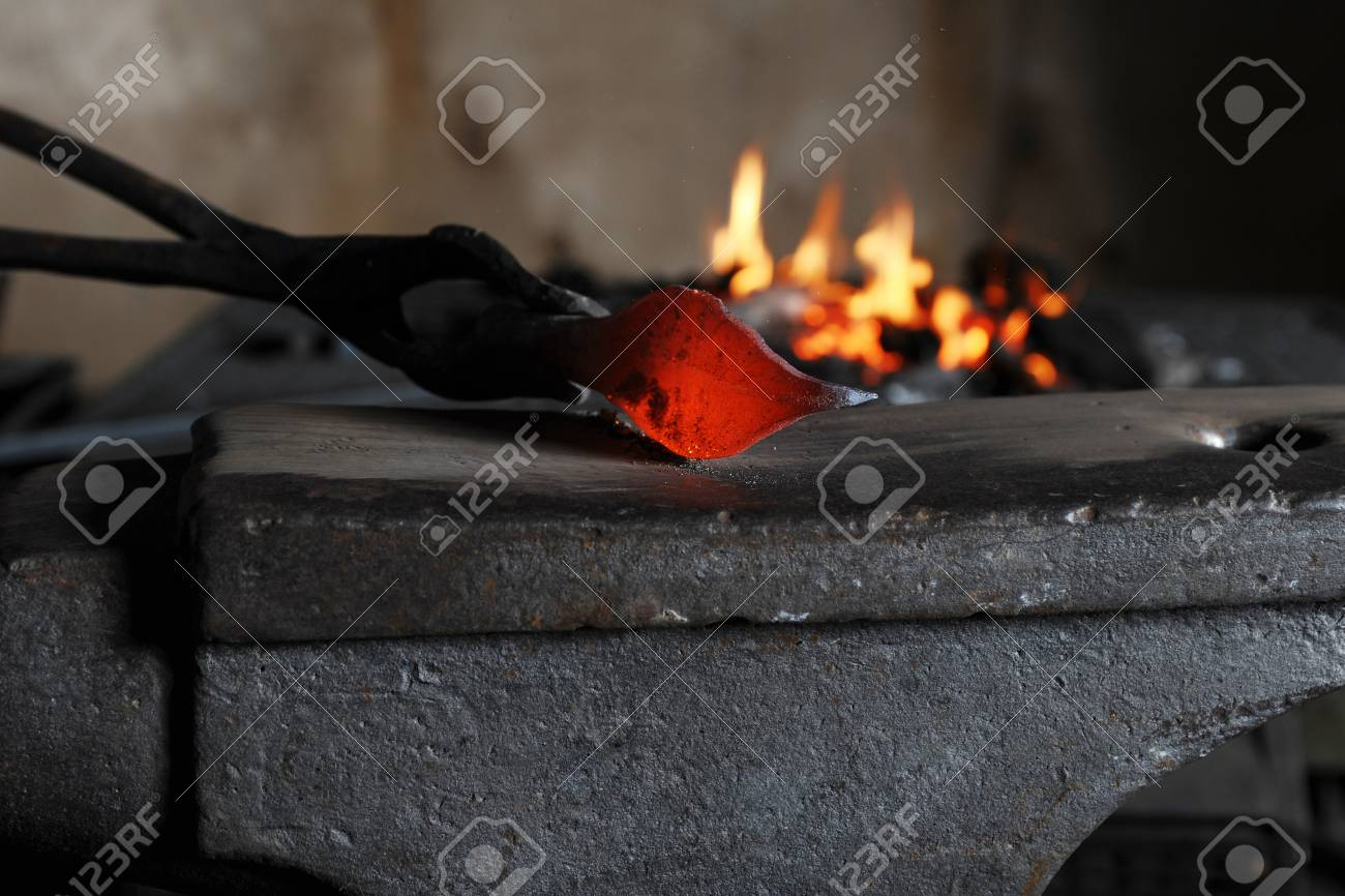 Making a decorative pattern on the anvil Stock Photo - 8955754