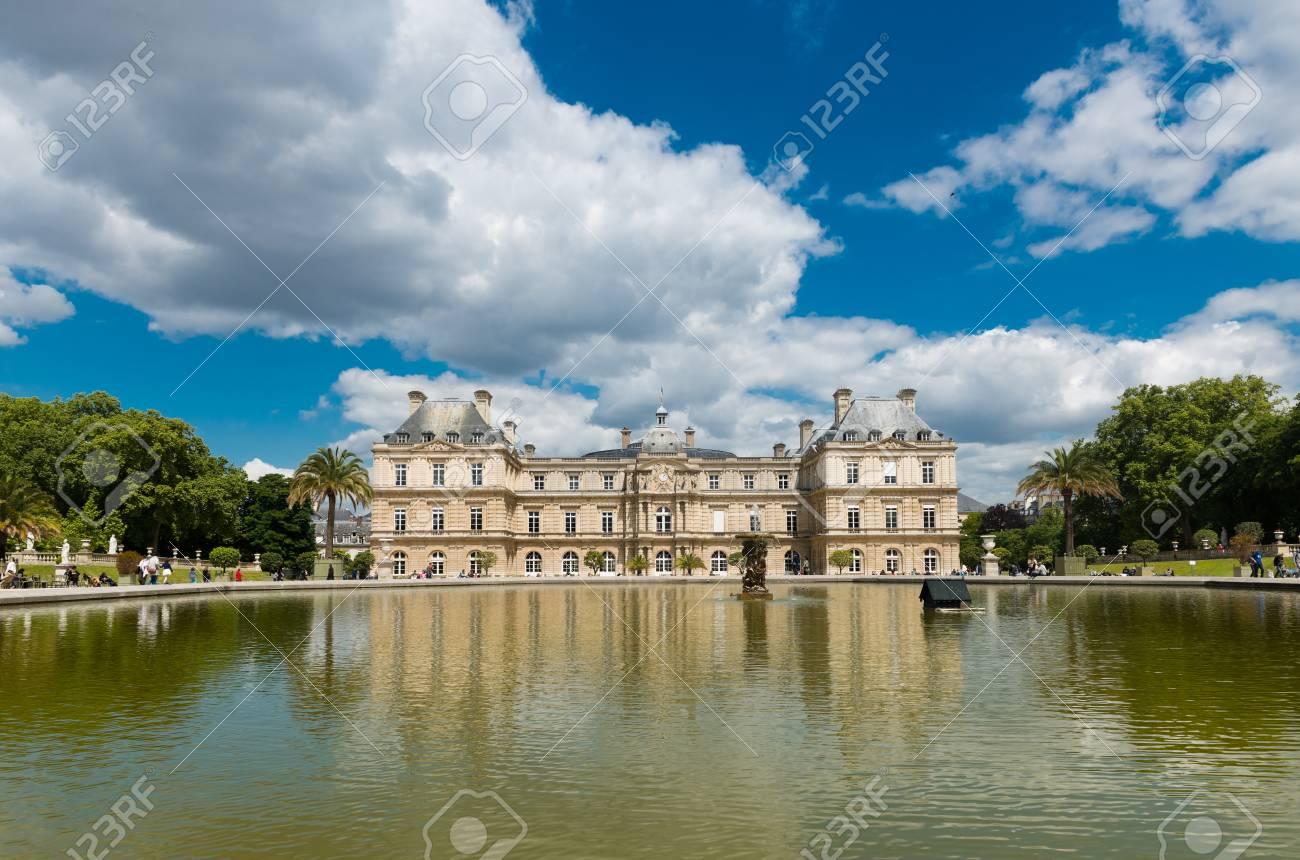 6f91b118dec591 Banque d images - La belle vue sur les jardins du Luxembourg à Paris, France