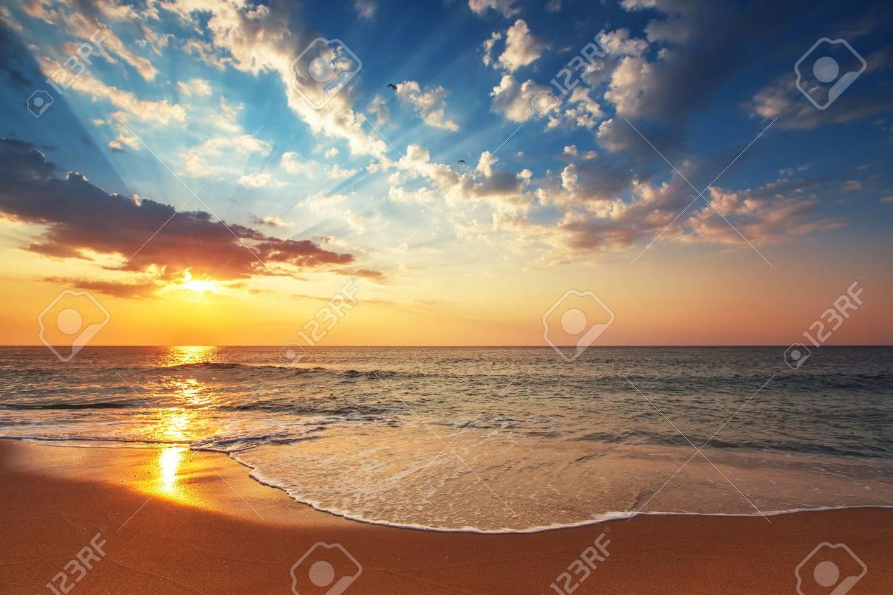 Beautiful cloudscape over the sea, sunrise shot - 30991053