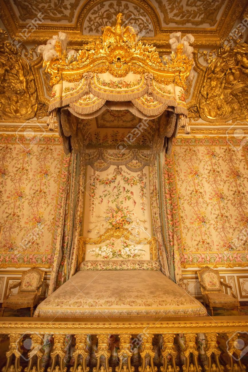 Innenansicht Des Königlichen Schlafzimmer Im Schloss Von Versailles ...