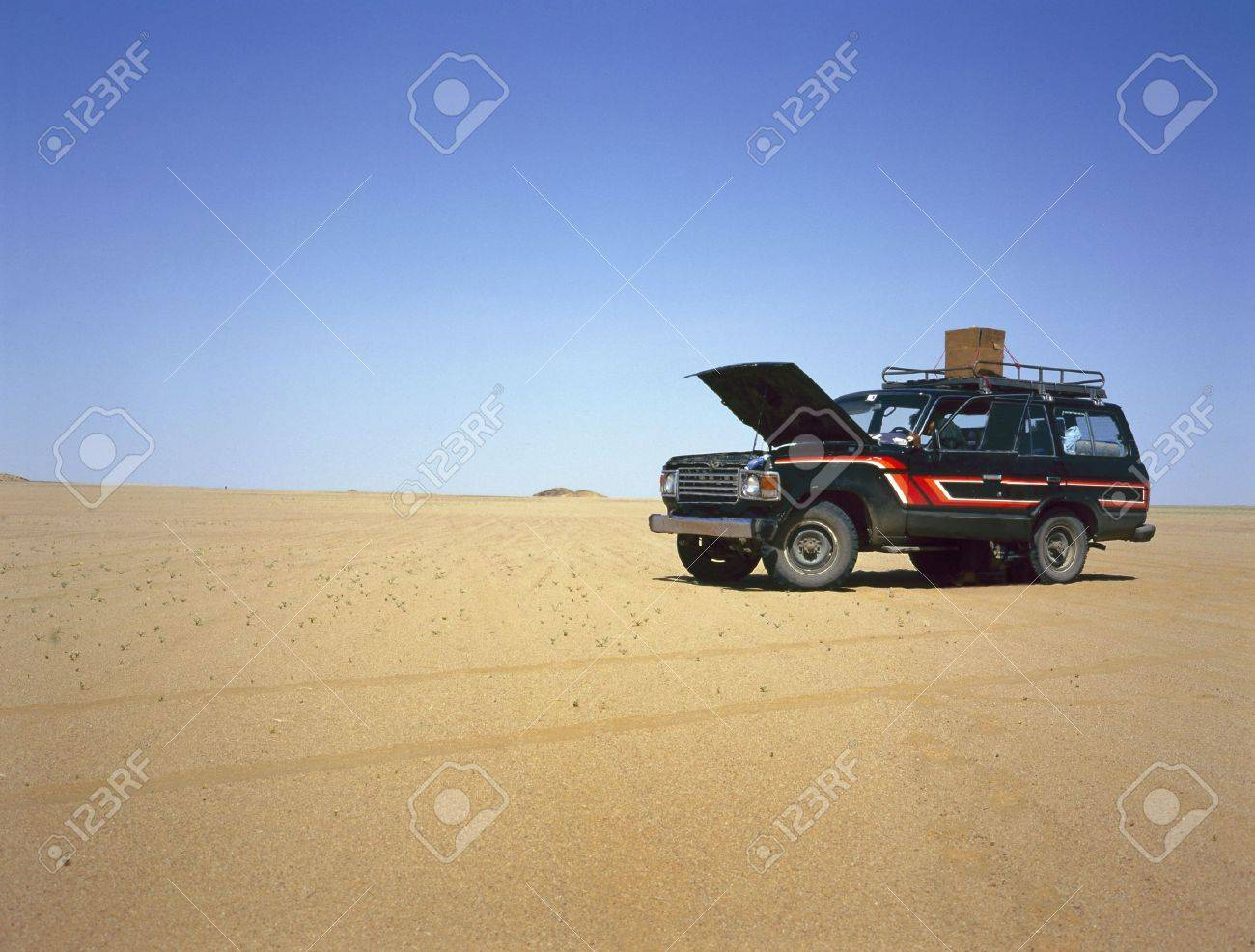 Broken down four wheel drive in the middle of the desert - 18953557
