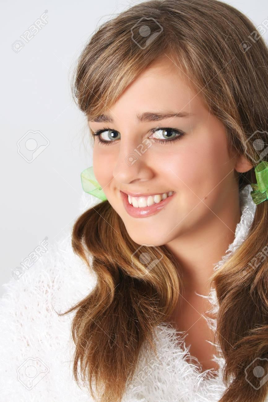 Hermosa modelo mujer adolescente en atuendo de invierno Foto de archivo - 6309710