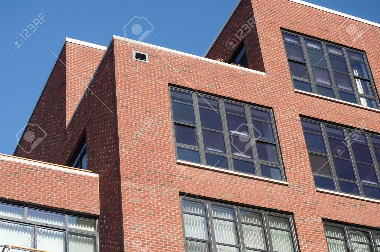 extérieur de bâtiment résidentiel de style industriel moderne avec