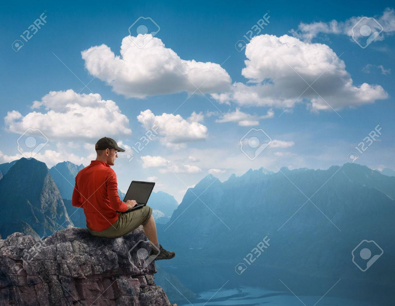 man working outdoors with laptop - 42505080