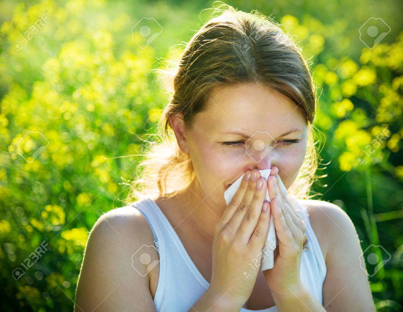 woman suffering from pollen allergy - 51172163