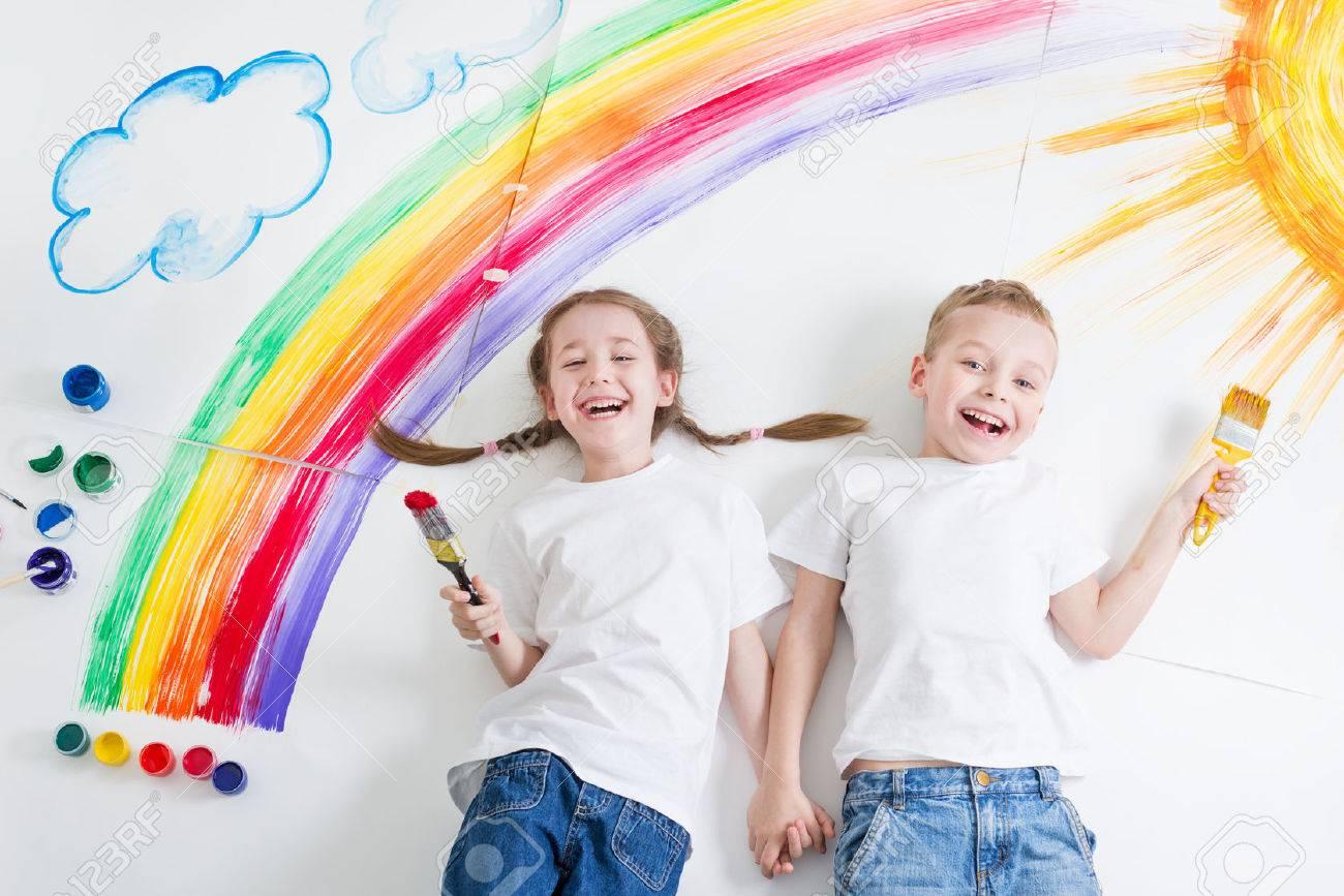 kids painting rainbow - 57129492
