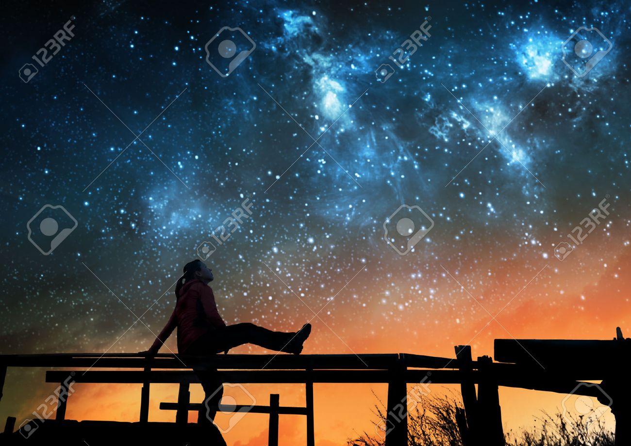 Girl watching the stars in night sky - 72510565