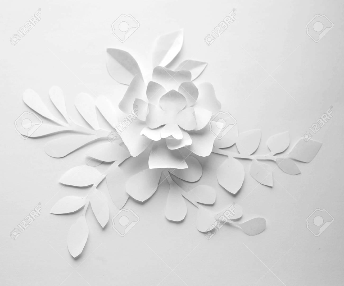 Flor De Papel Sobre Fondo Blanco Flores De Papel De Artesanía