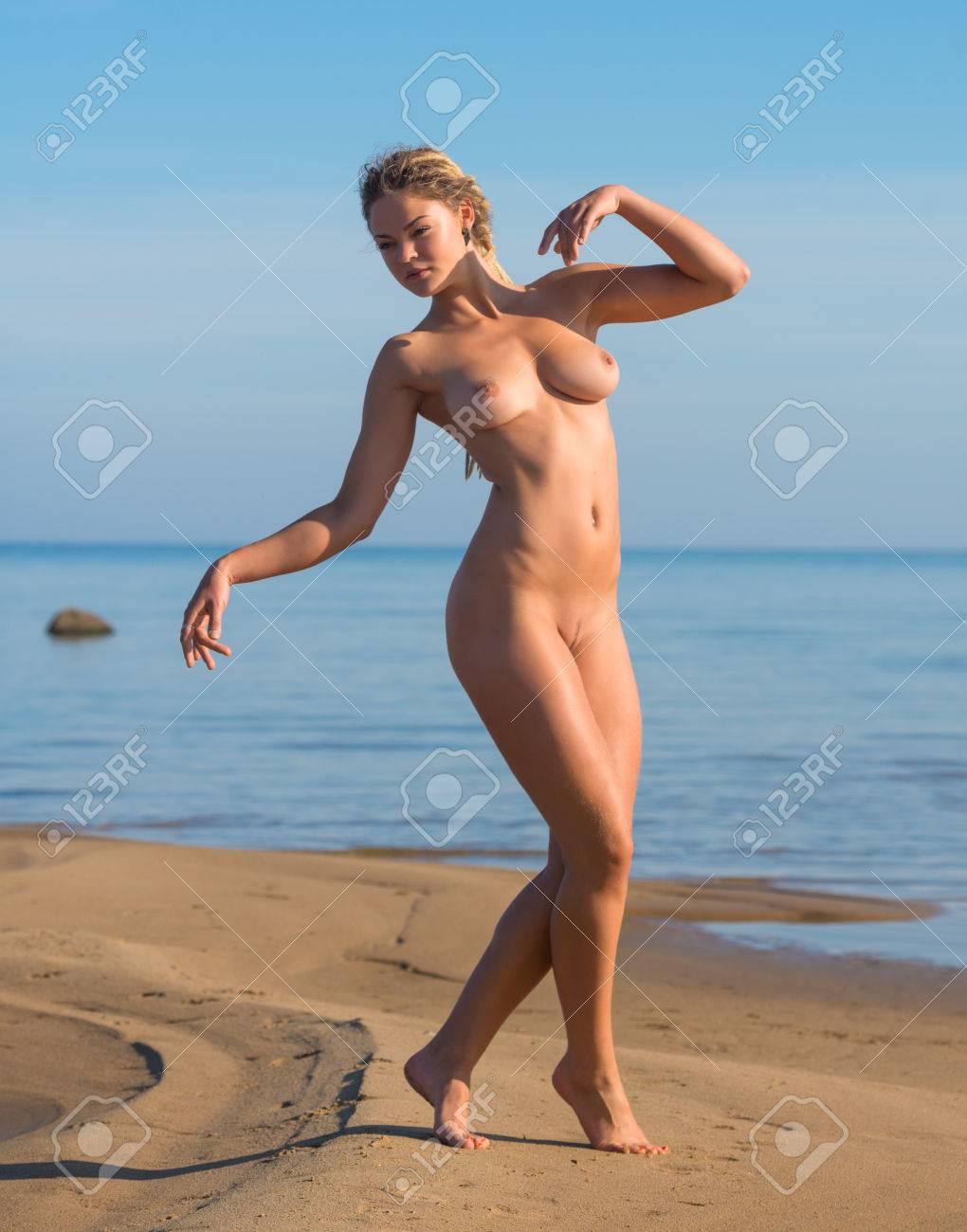schön und nackt am strand