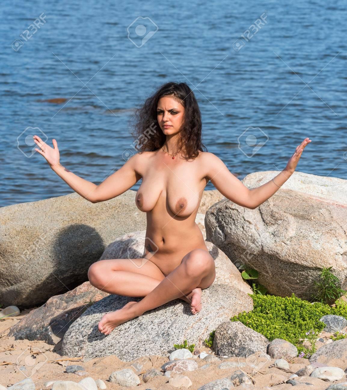 Nackt frau am strand