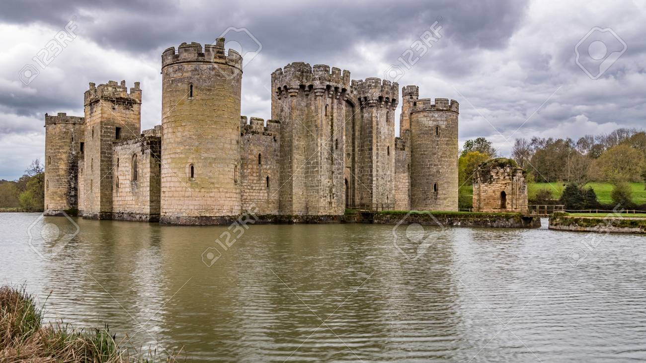 View Of A Moated Medieval Castle In Southern England Stock Photo