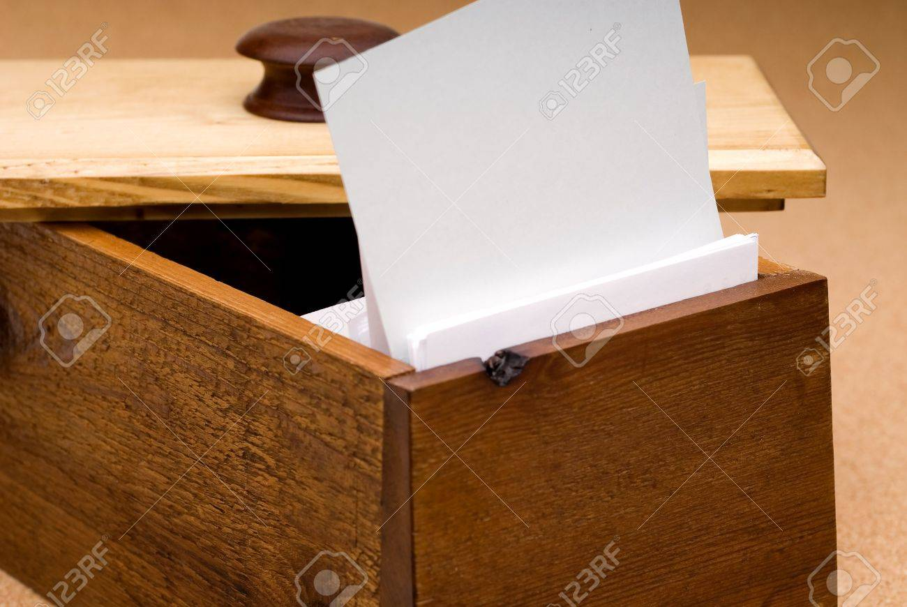 A blank recipe card in a wooden box for you to fill in with your own text Stock Photo - 2554372