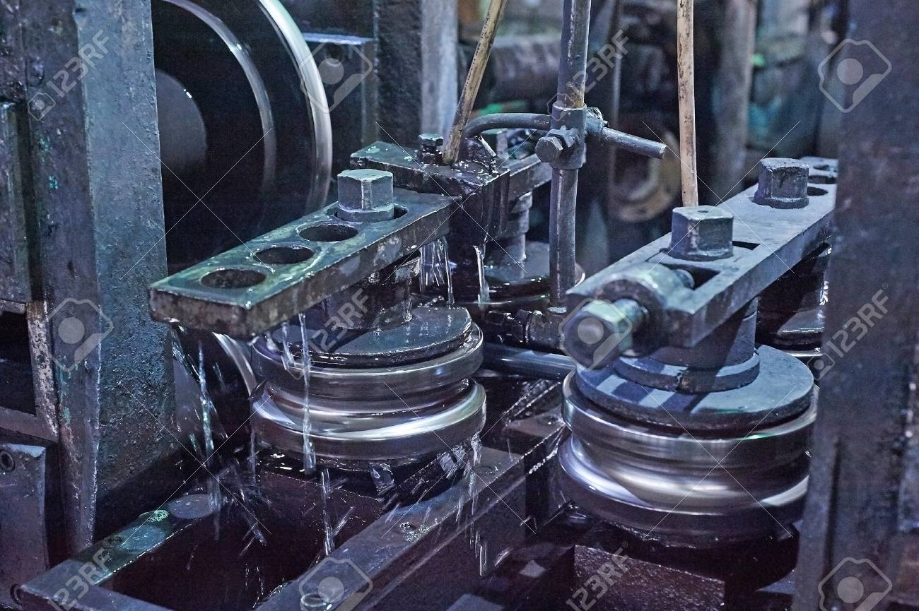 Rolling forming rolls metal works on manufacture of pipes  Rolling