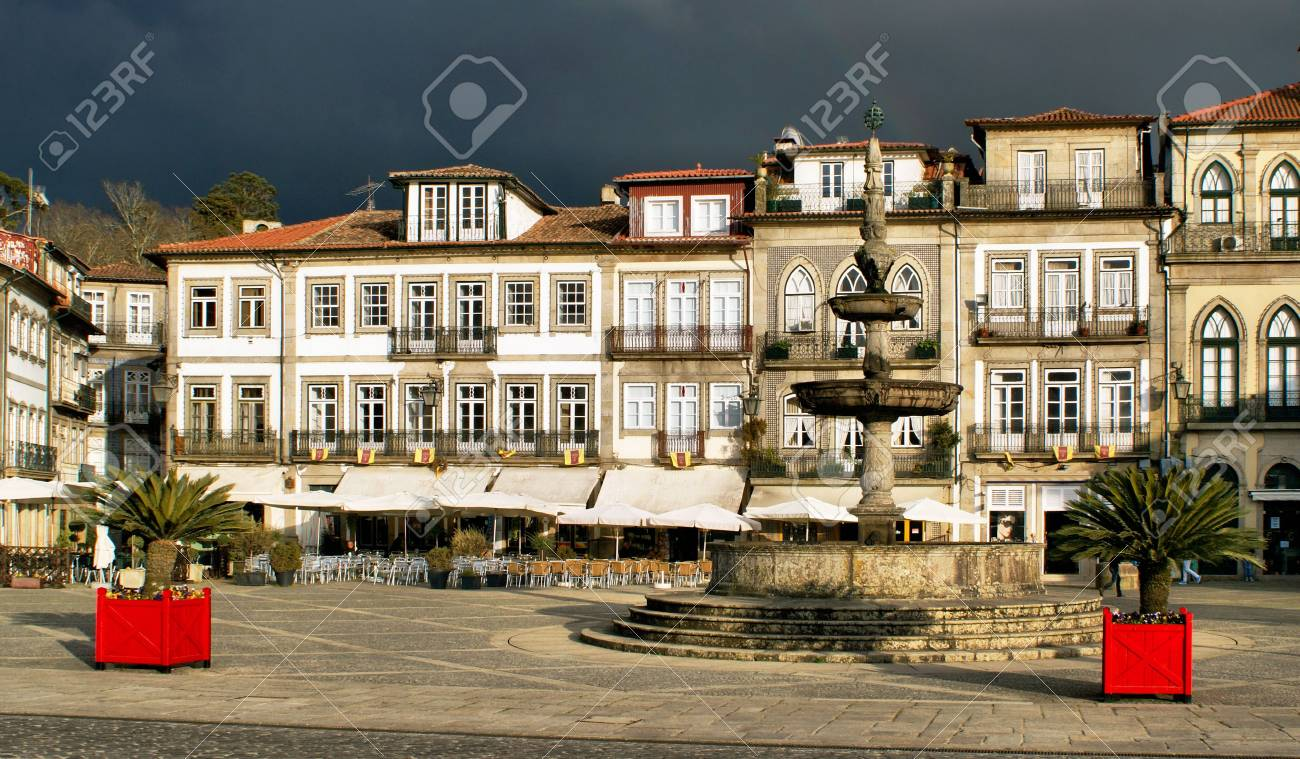 Main square Largo de Camoes with the fountain in Ponte de Lima - 41953538